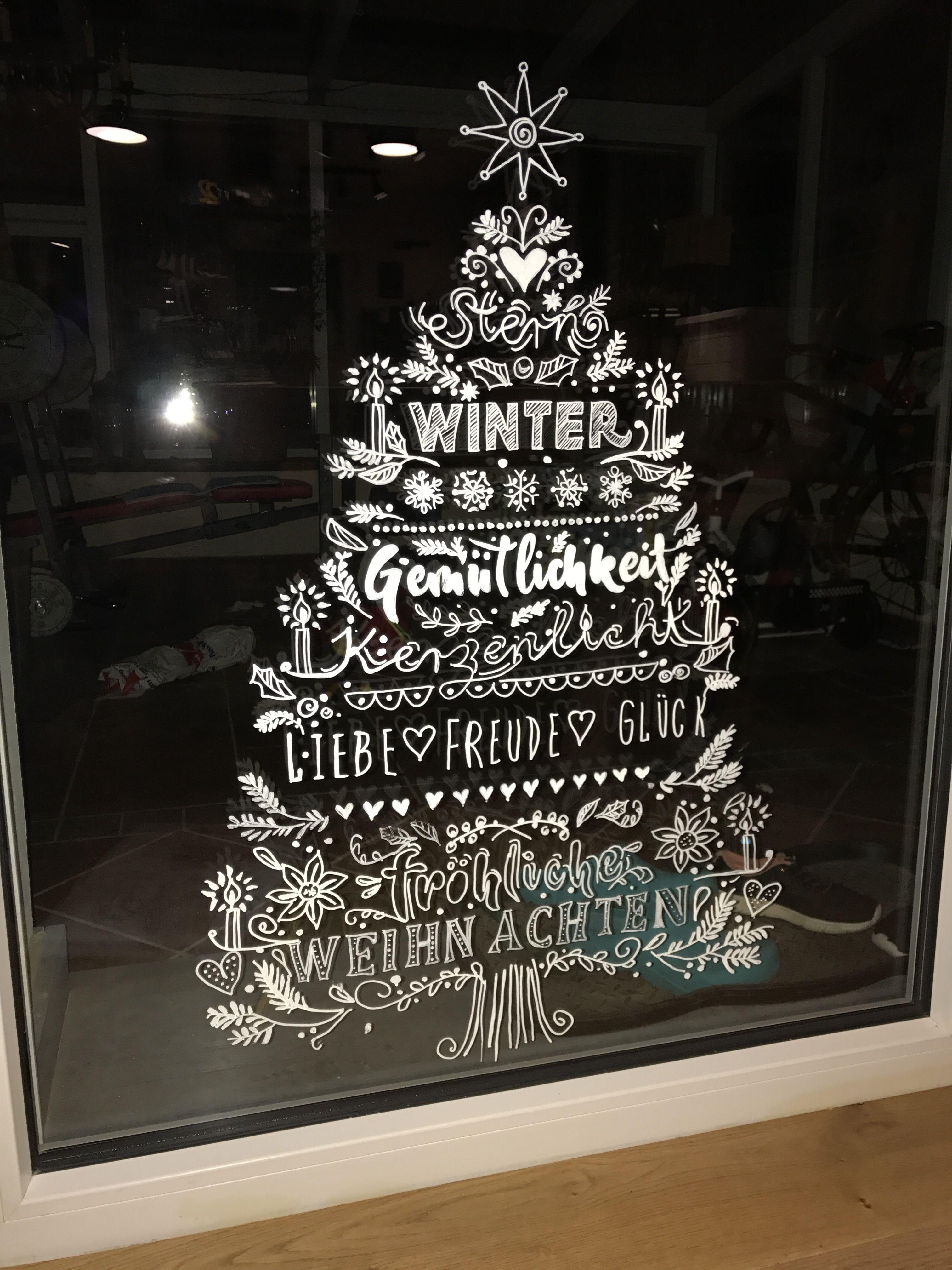 Weihnachtliches Fensterbild Mit Flussiger Kreide Gemalt Fensterbilder Weihnachten Basteln Fensterbilder Weihnachten Weihnachtsbasteln