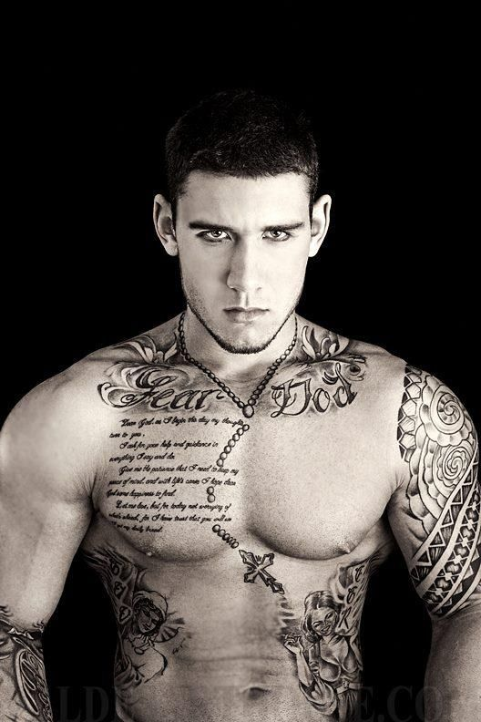 Yummy Tattooed Guy Online
