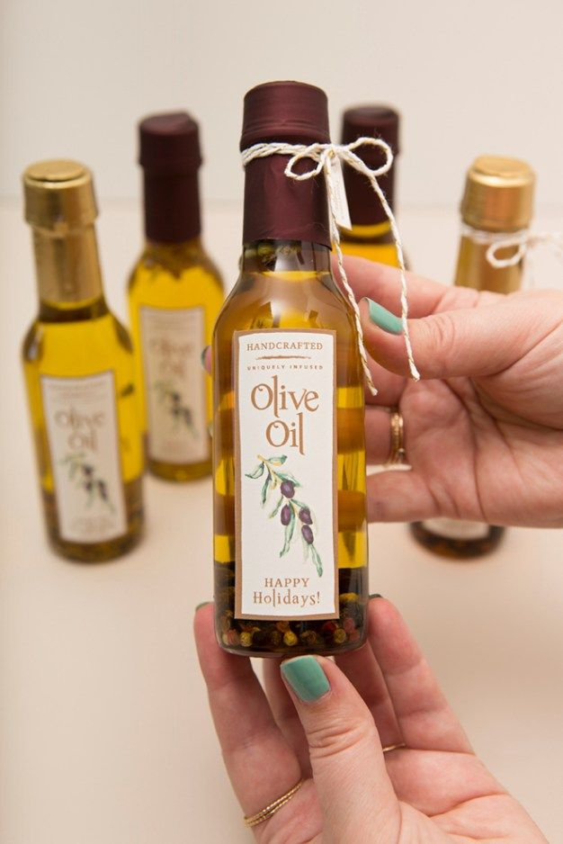 Learn How Easy it is to Infuse Your Own Olive Oil as Gifts! #oliveoils