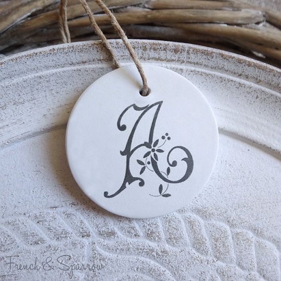 Vintage Francais Monogram Argile Tags Par Frenchandsparrow Sur Etsy 9 00 Crafts Clay Gift Tags