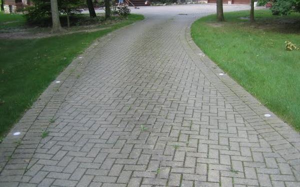 Interlock brick driveway w lights i like this idea for Interlocking brick house plans