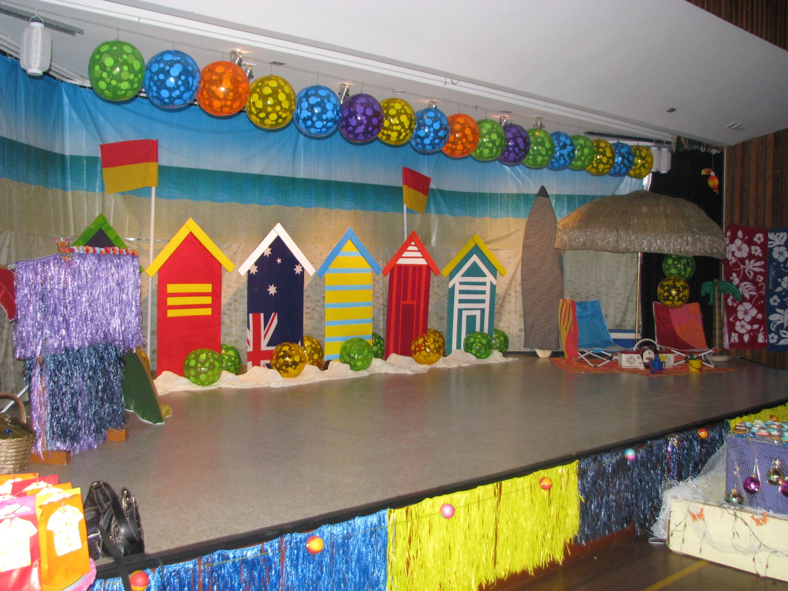 The stage beach theme kindergarten graduation - Kindergarten graduation decorations ...