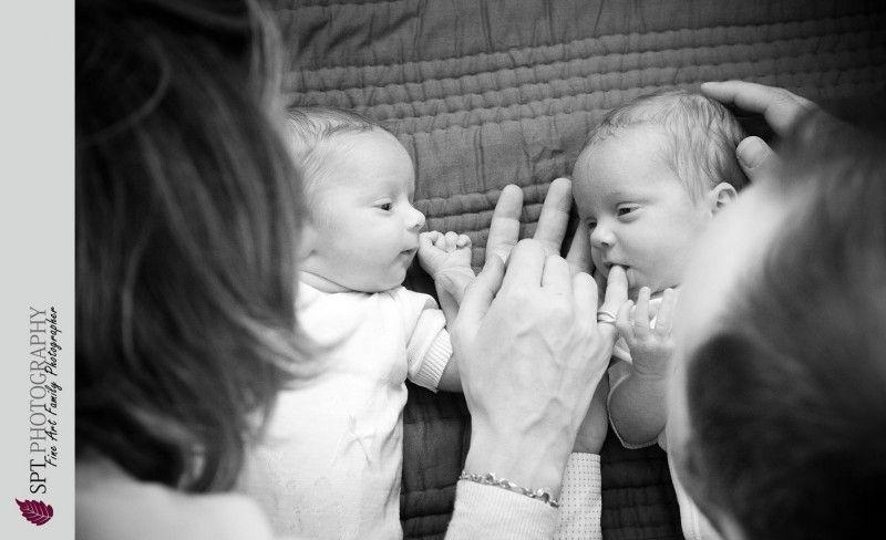 natural twins posing, natural image of twins, newborn twins posing ...