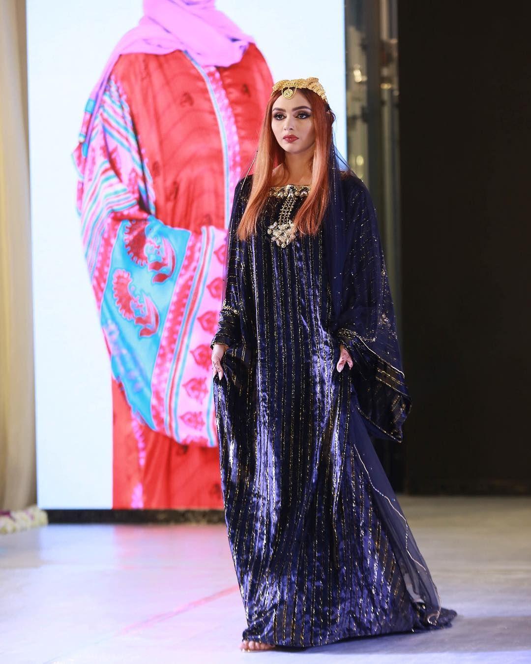 82 Likes 3 Comments Designer Safa Albalushi Daribraisim On Instagram كولكشن جديد الماضي الثوب الظفاري من قماش المخمل الفاخر لون Fashion Saree Sari