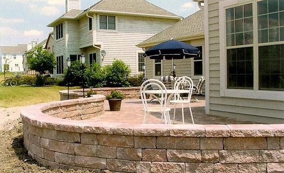 Curved Brick Patio With Retaining Wall Patio Inspiration 400 x 300