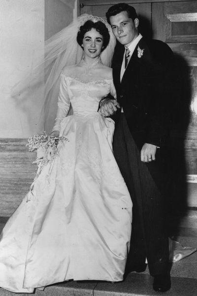 Die schönsten Brautkleider der Stars   50s wedding, Wedding dress ...