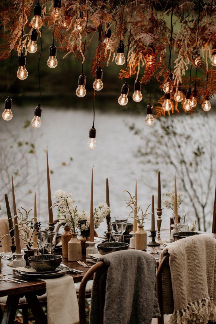 Decoração de casamento: velas e varal de lâmpadas