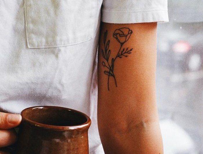 Formidable tatouage fleur epaule photo femme belle