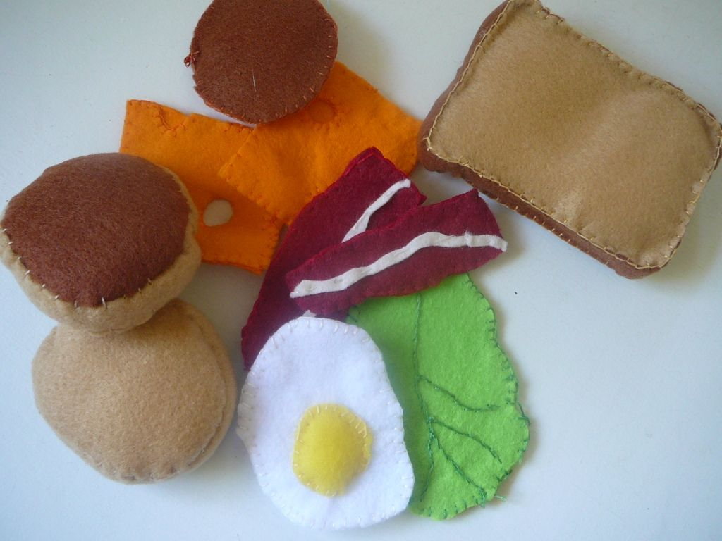 ideas for felt food items.... quick and easy!