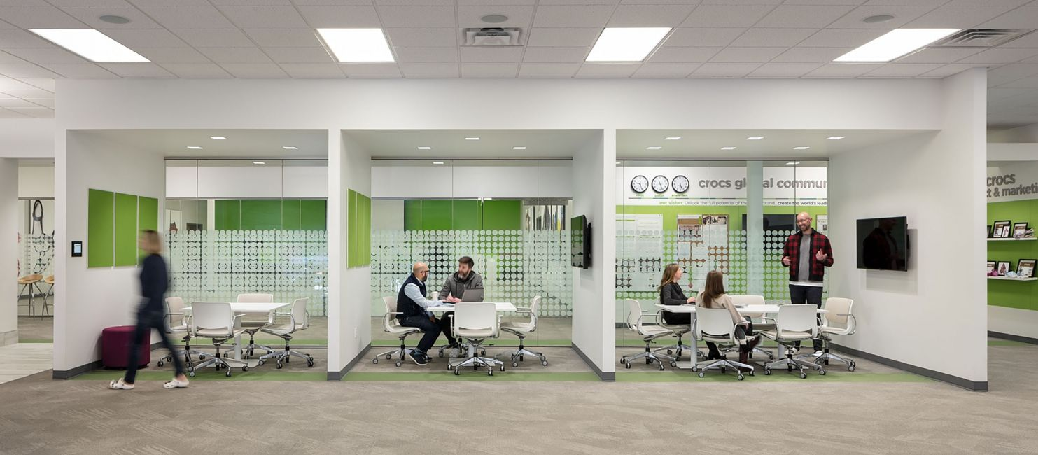 Crocs Headquarters Interior Meeting Spaces Hdr Booth Seating