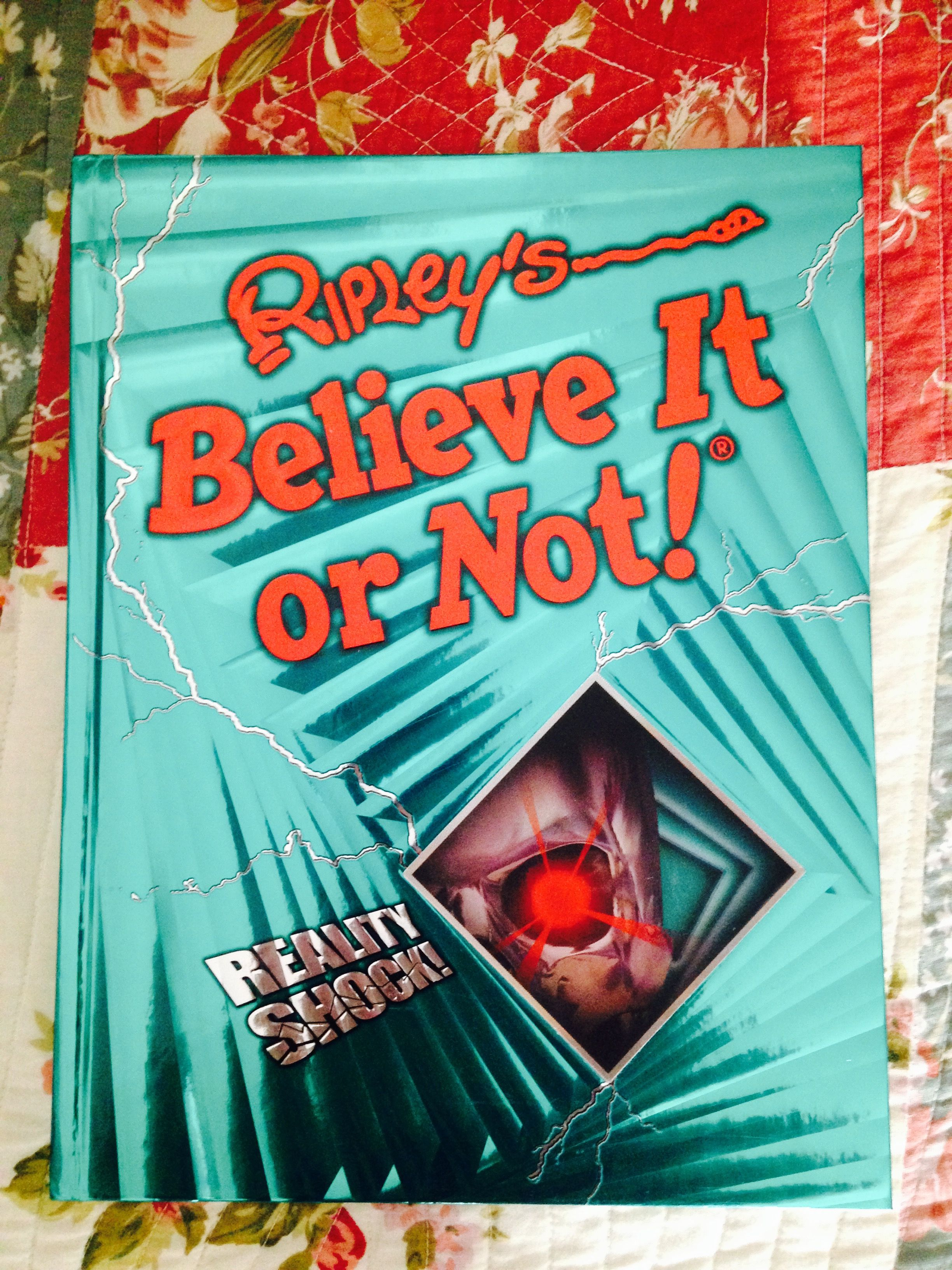 Believe it or not. In meinem Bücherregal. #ripleysbelieveitornot