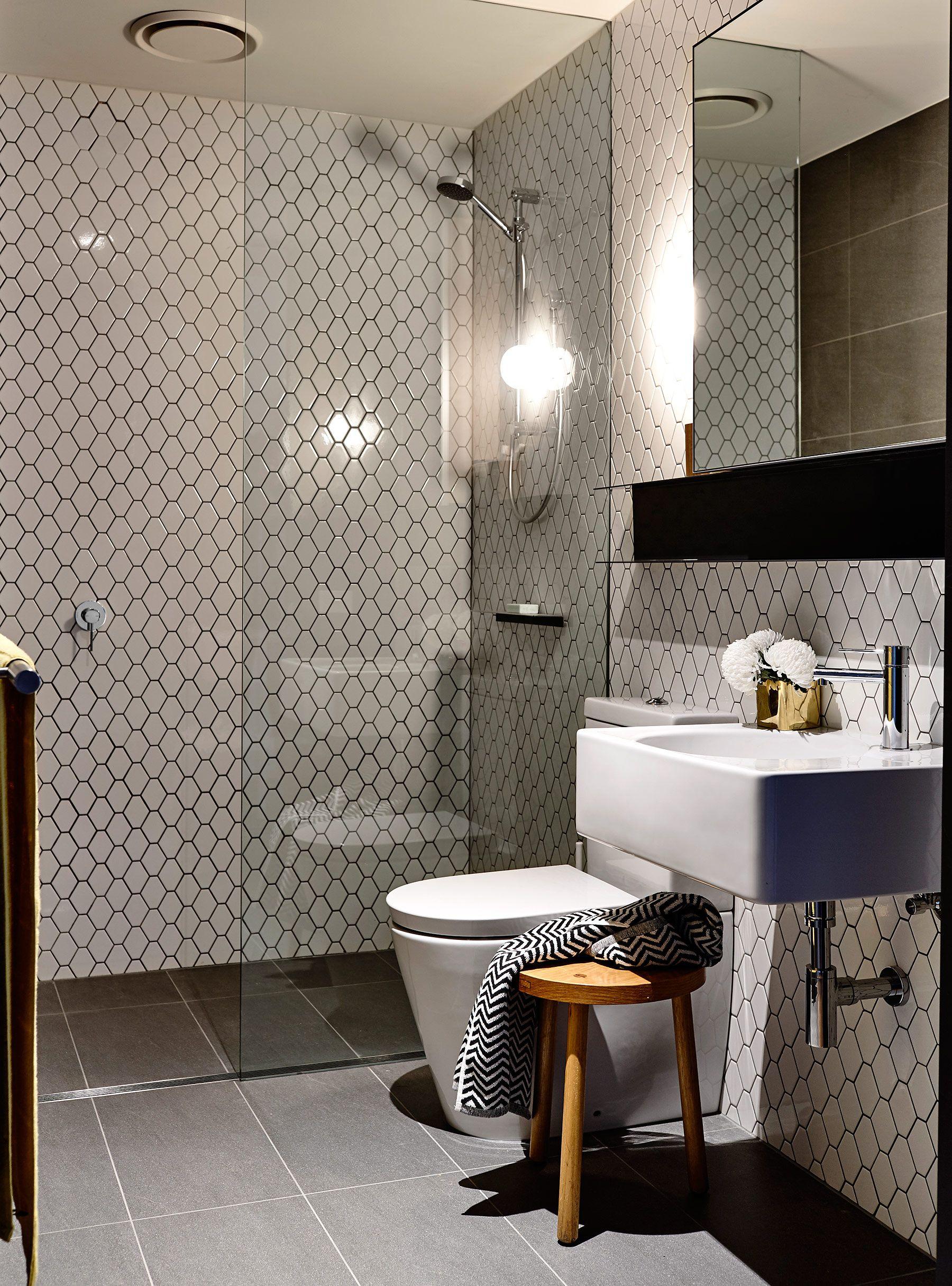 Departamento moderno en Melbourne   Small bathroom, Bath and House