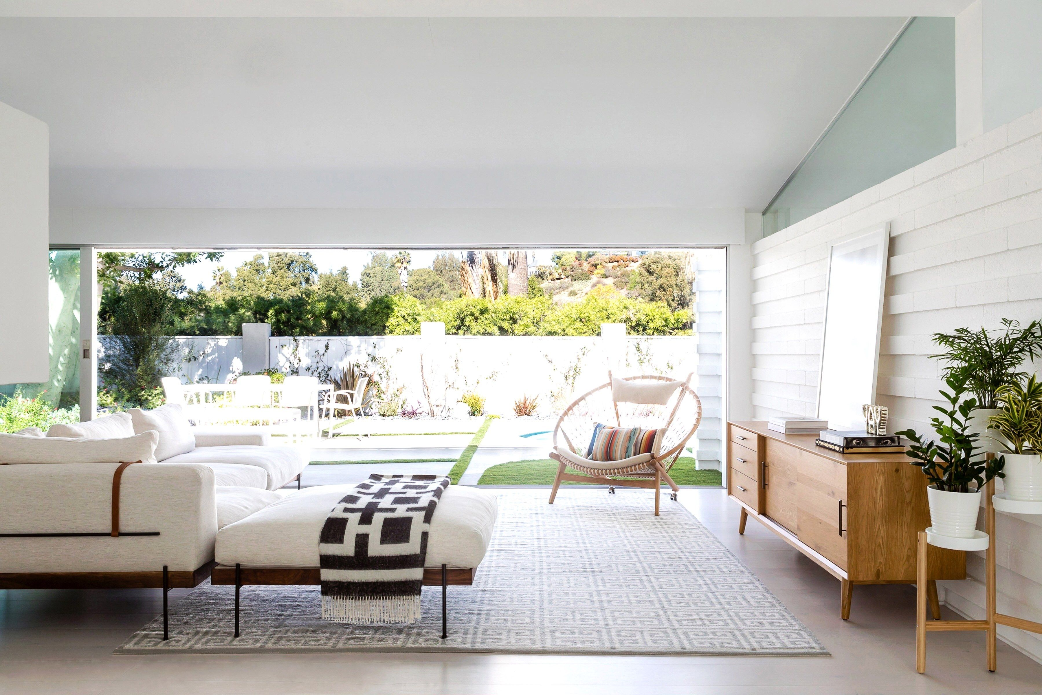 A Music Industry Insider S Midcentury Los Angeles Home Living Room Decor Inspiration Home Mid Century Modern House