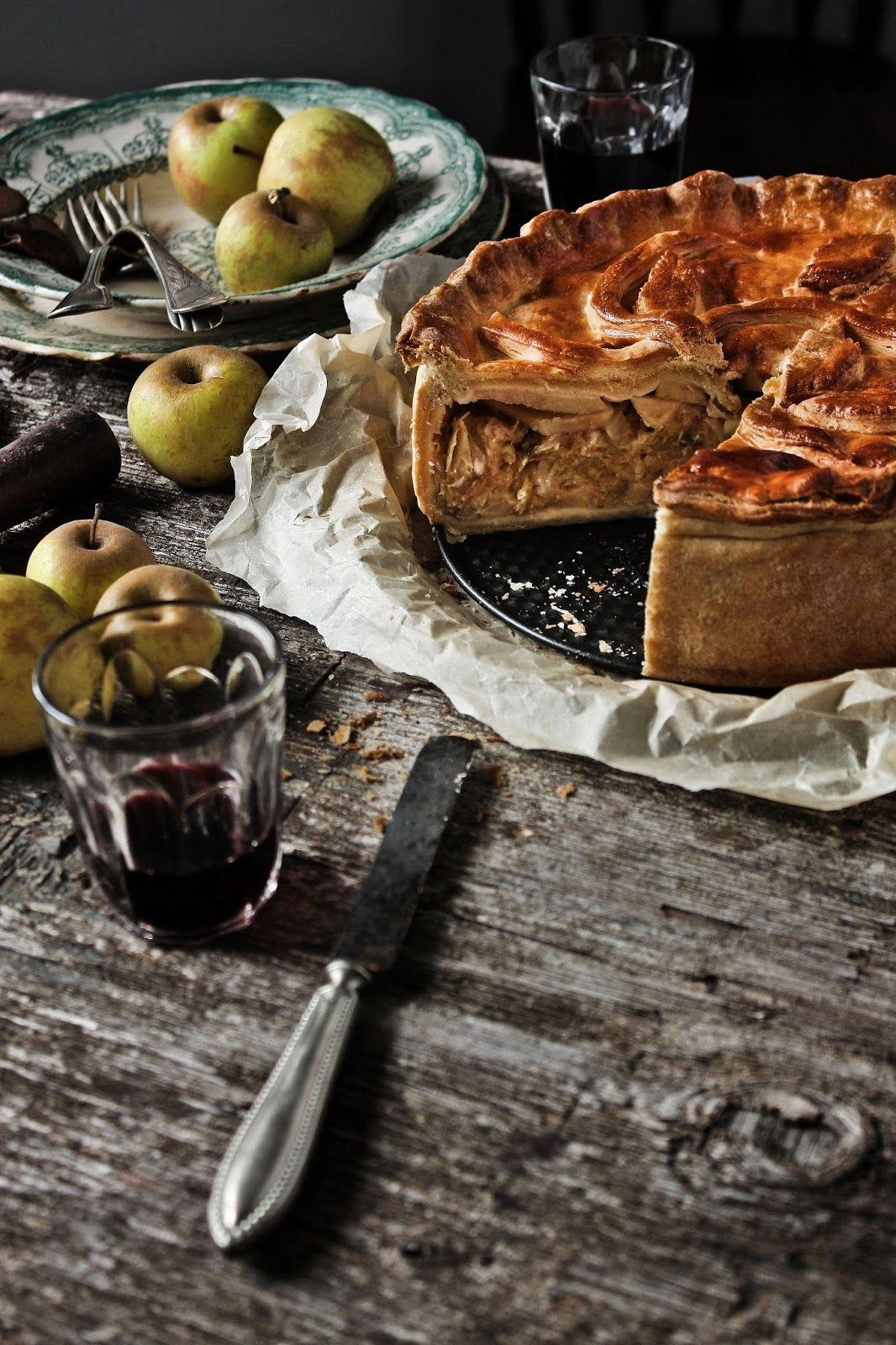 Pratos e Travessas: Uma tarte rústica de alheira, couve e maça verde | Alheira, green cabbage and green apple rustic tart