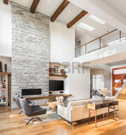 Luxe: salon intérieur avec parquet et cheminée dans la ...