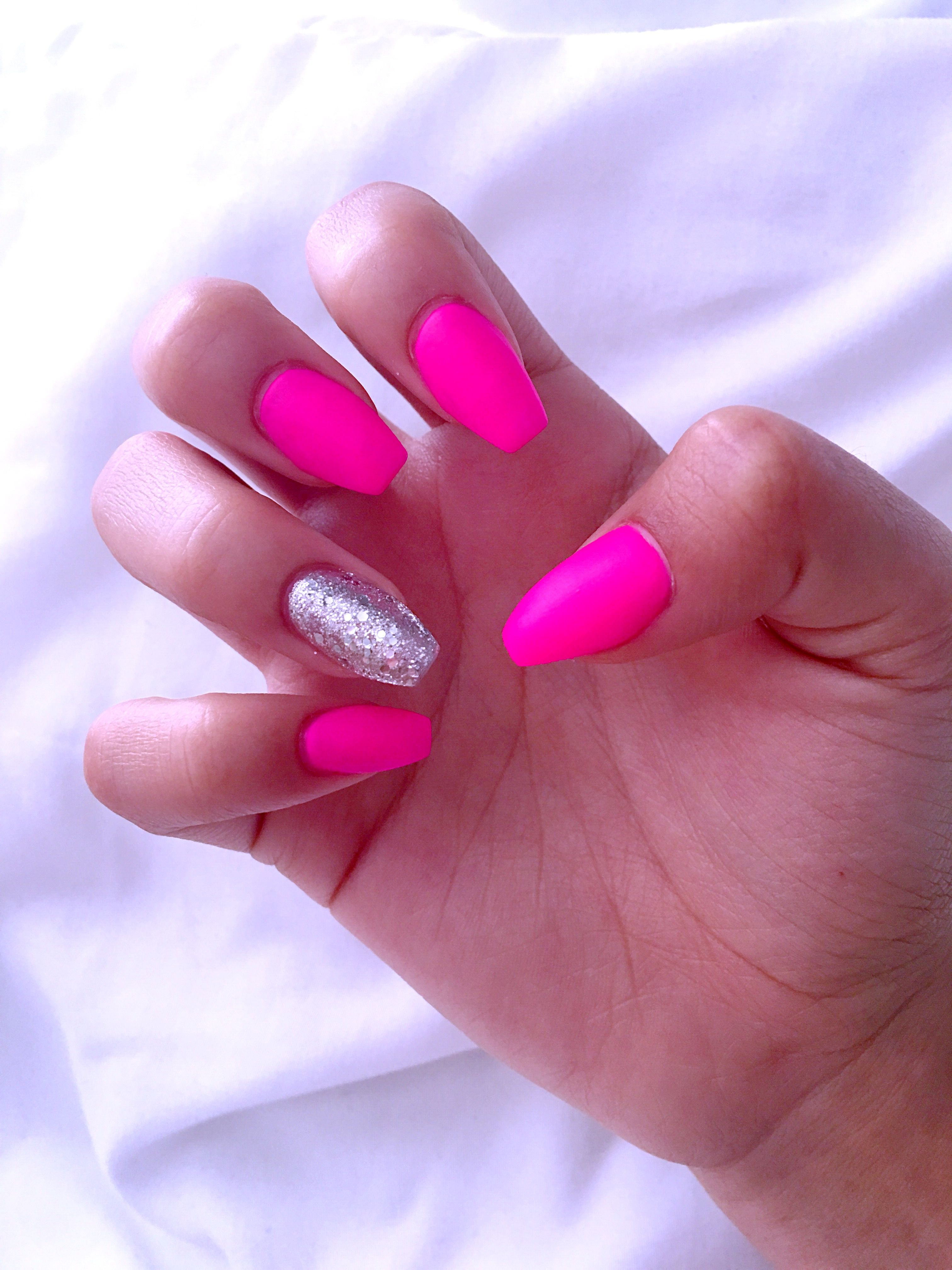 Hot Pink Nails With Glitter Ring Finger Matte Hotpink Hot Pink Nails Matte Nails Glitter Glitter Nails