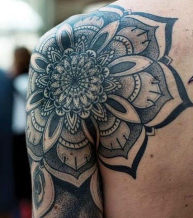 Tatuaje Mandala En El Hombro Tatuajes Mandalas Disenos De Tatuajes Para Hombres Tatuaje De Hombro