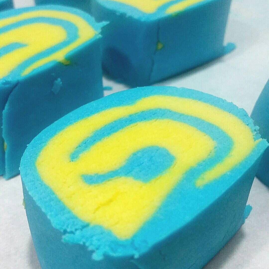 Blueberry Lemon Bubble Bar ~ 5oz by CallMeSugarCosmetics on Etsy https://www.etsy.com/listing/239400761/blueberry-lemon-bubble-bar-5oz