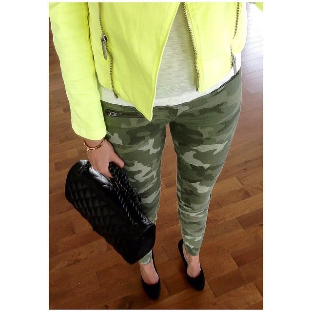 Camo game... #gap #jeans #Chanel #soblack #bag and #pumps #karllagerfeld #jacket ✨✨
