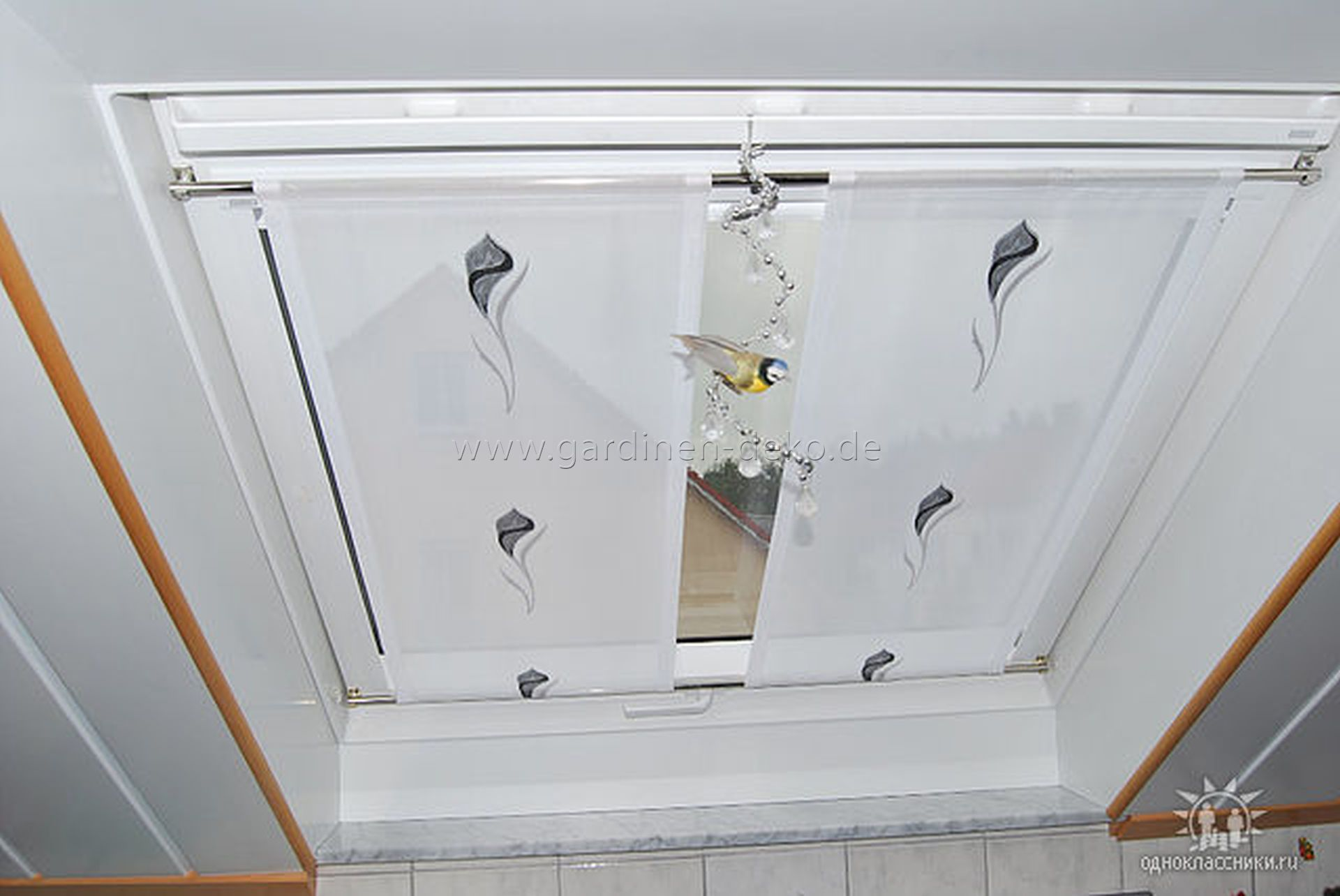 Heller statischer Vorhang für Dachschrägen mit Blumenmuster - http ...