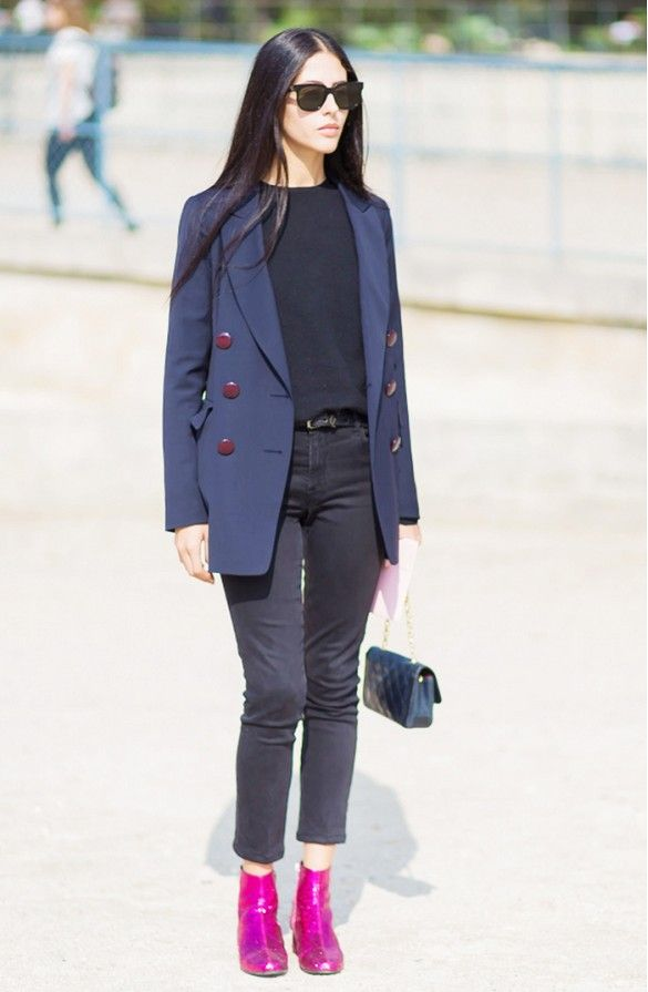 Gilda Ambrosio in black skinny jeans, a black t-shirt, a navy blazer, and pink booties