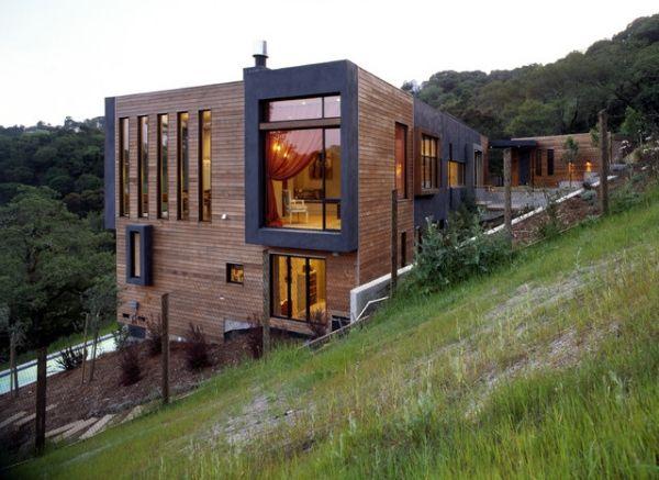 Modernes Haus Am Hügel Bauen Holzverkleidung Schwarze Rahmen