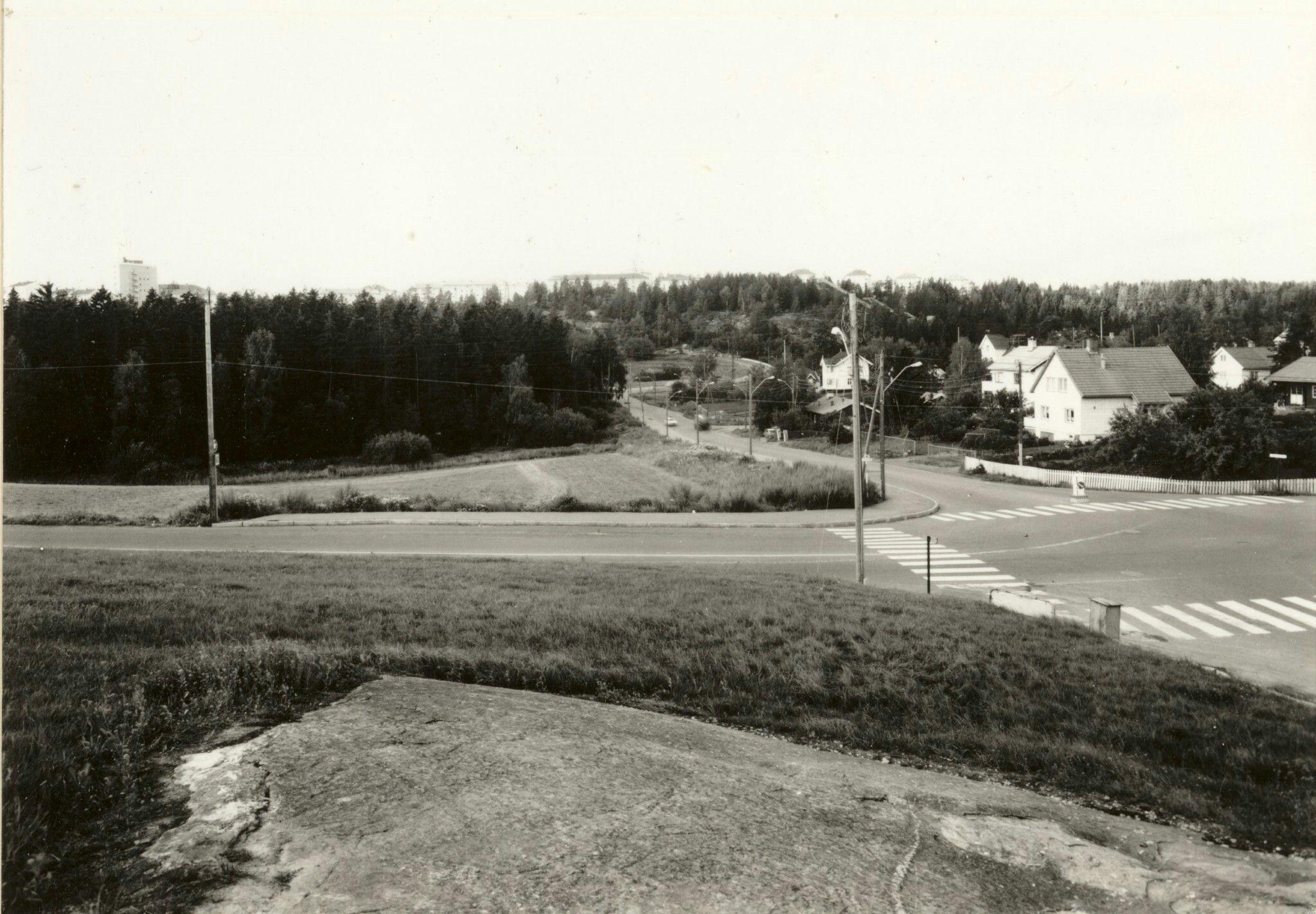 Oslo Abildsøkrysset Bildet er tatt mot Lambertseter i krysset av Enebakkveien/Lambertseterveien/Østensjøveien. 1970