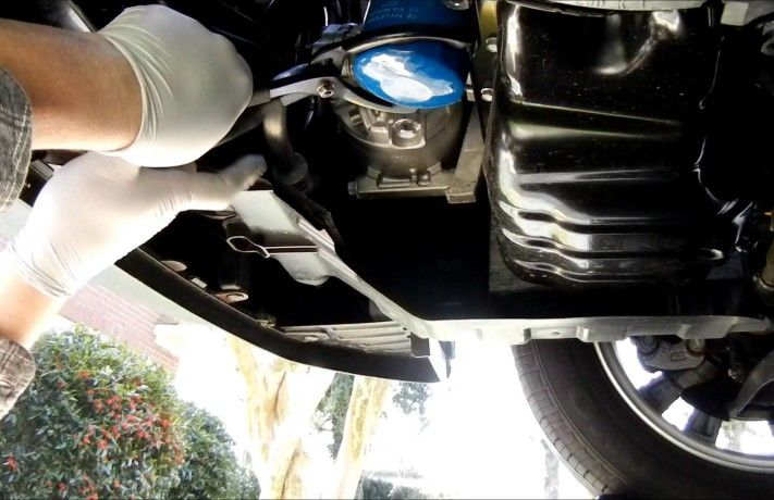 Replacing The Oil And Oil Filter Of Car