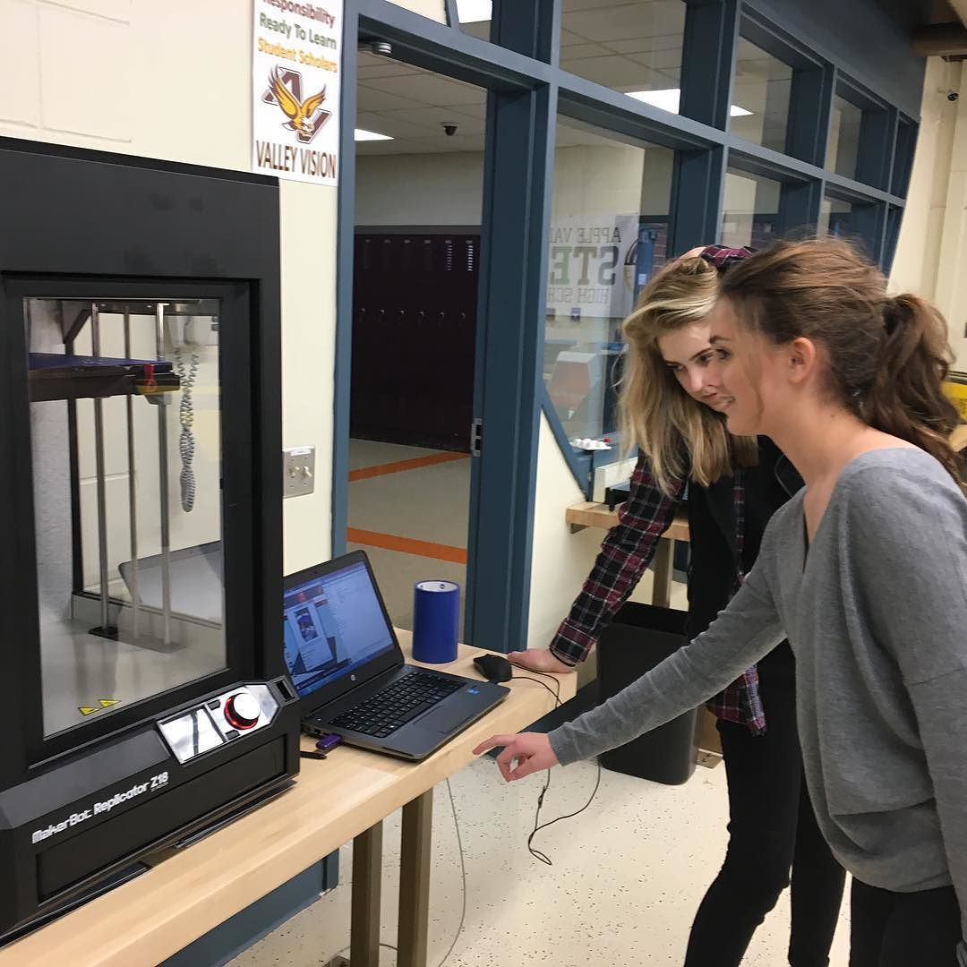 Today's students tomorrow's engineers. Students at Apple Valley High School in Minnesota learn engineering design at AVHS Fab Lab. #STEM #3dprinting by stratasys