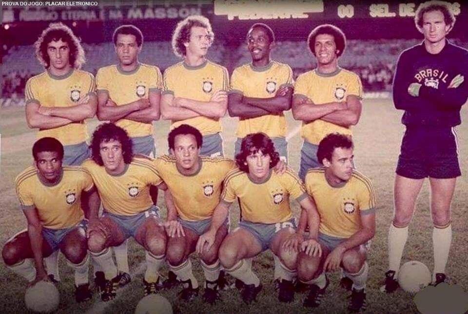 Seleção Brasileira 1980 Nelinho Luisinho Falcão Amaral Júnior E Carlos Agachados Ta Seleção Brasileira De Futebol Seleção Brasileira Selecção Brasileira
