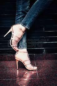 Bildergebnis Für Frauen Mit Gespreizten Beinen High Heels Heels