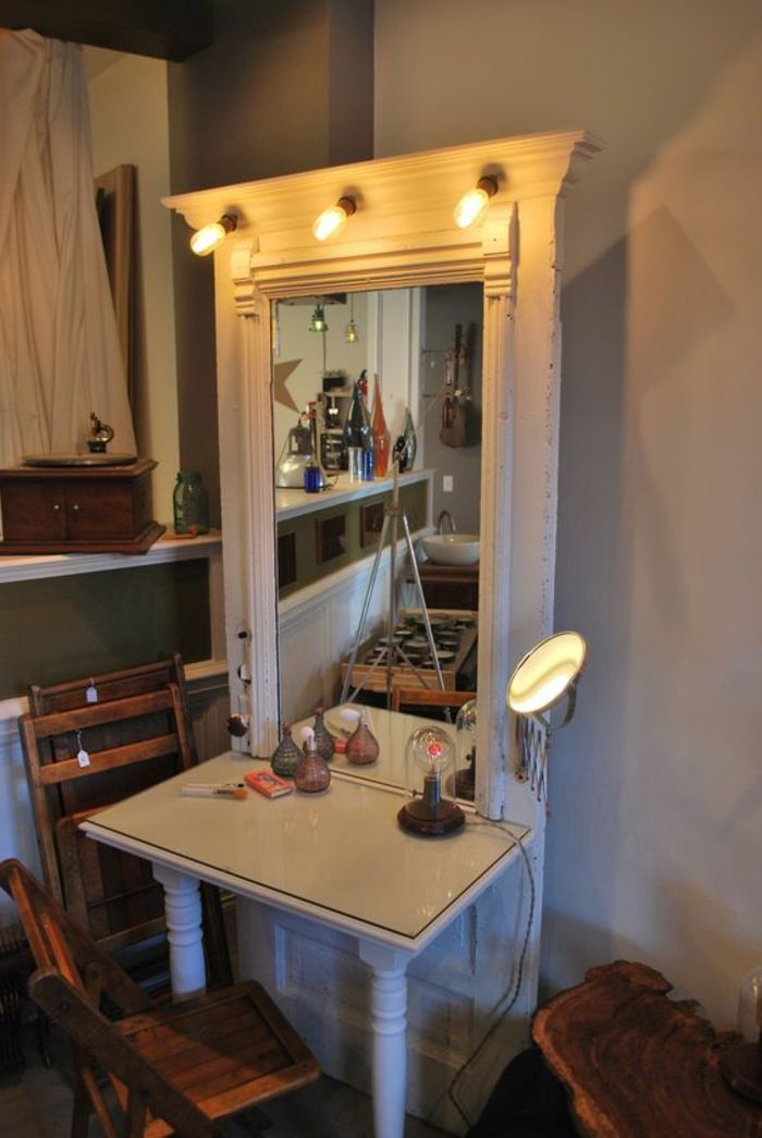 Alte Türen Dekorieren Schmicktisch Mit Großem Spiegel Und