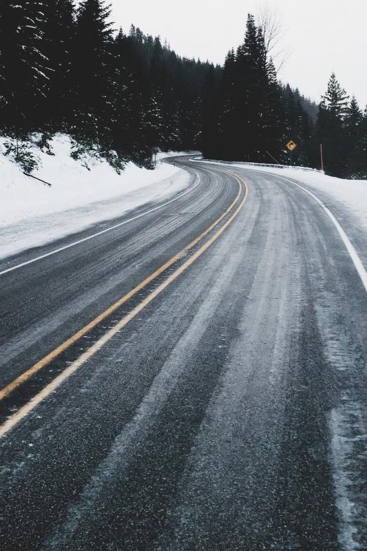 Via stayfr-sh http://stayfresh.co.vu/post/126175988954/joel-icy-road
