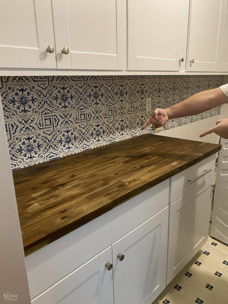 Good Idea With A Different Wallpaper Plexiglass Back Splash With Wallpaper Behind Trendy Kitchen Backsplash Backsplash Wallpaper Classy Kitchen