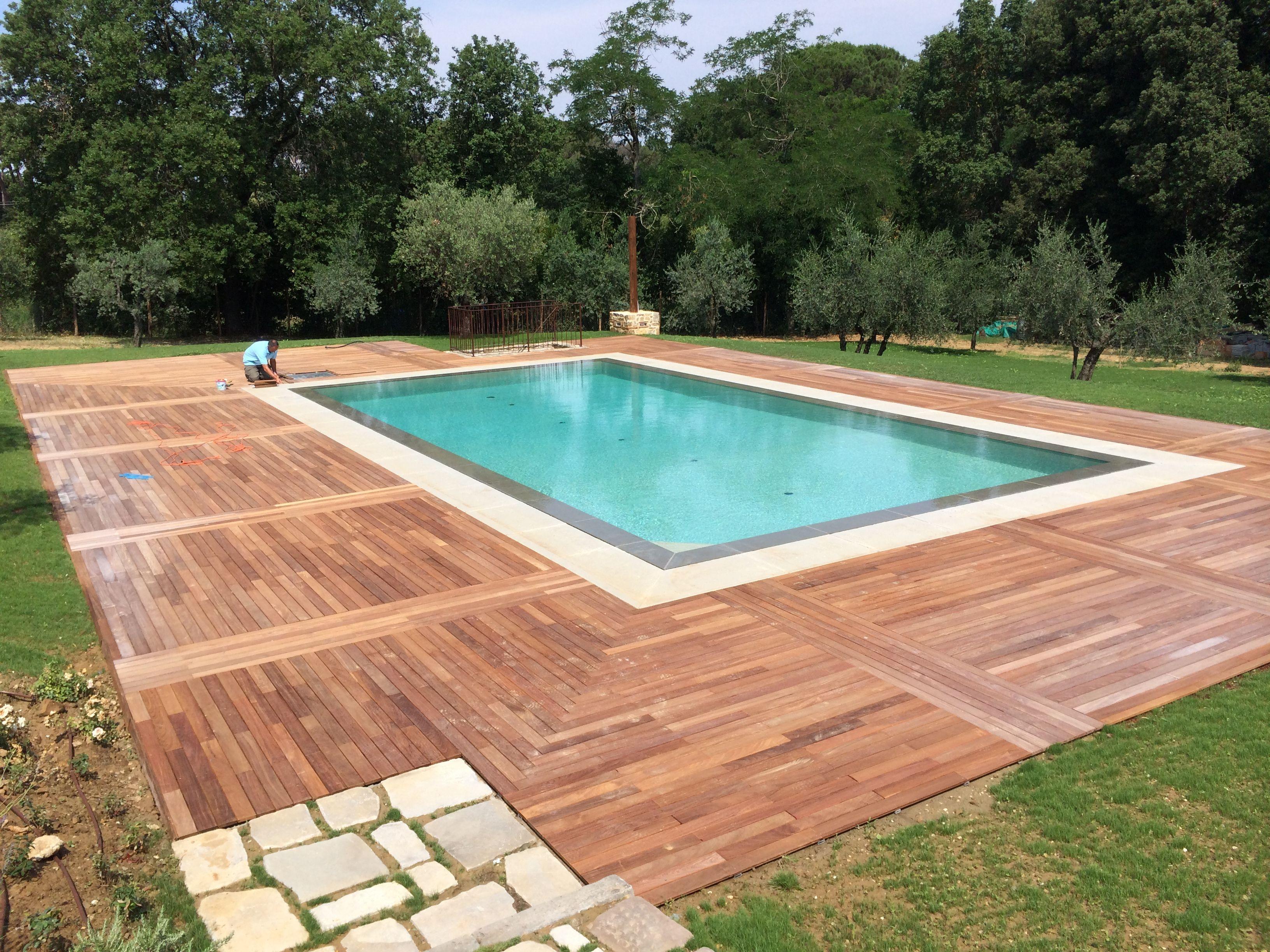 Pavimentazione bordo piscina in legno di ipé Бассейн
