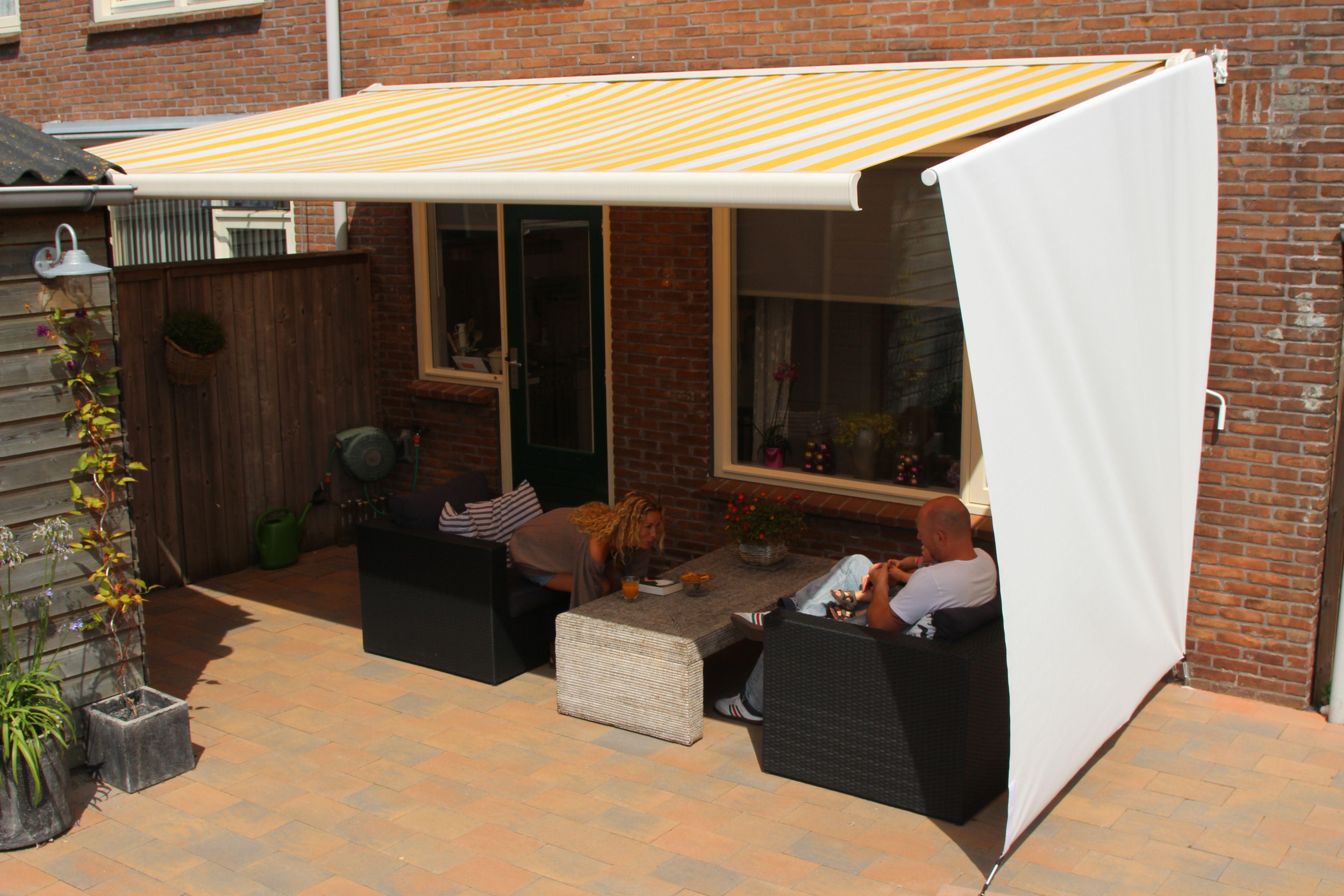 Skuggi voorkomt dat zonnestralen via de zijkant naar binnen schijnen en beschermt tegen de wind.  Bestel eenvoudig op http://www.skuggi.nl