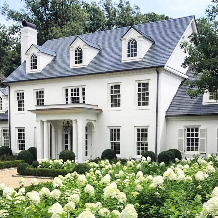 You Just Can T Go Wrong With A Classic White House And Sea Of Hydrangeas Robertdnorris Colonial House Exteriors Colonial Exterior Colonial House