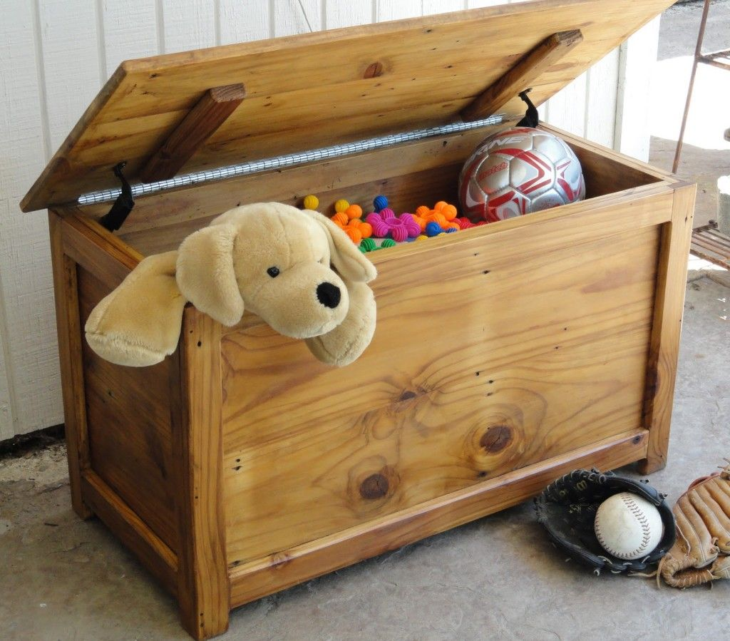 working on simple toy box plans | gift ideas | diy toy box