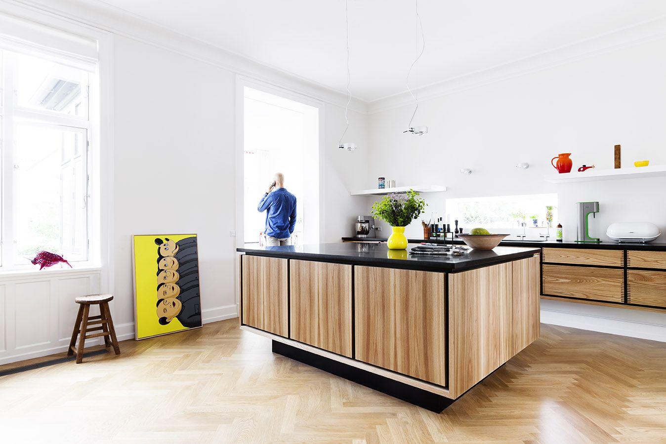 Snedkerkøkken med plads for ovne samt opvaskemaskine i kogeø ...