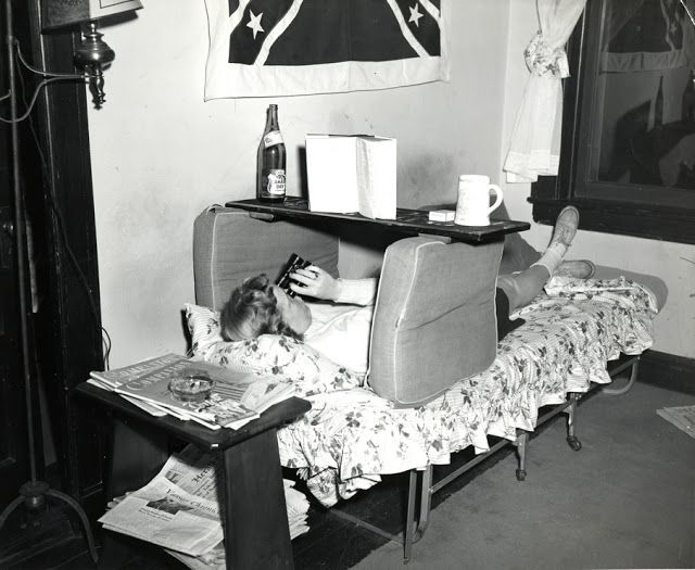 Vintage Everyday: A Student U0027studiesu0027 In Her Dorm Room, Vassar College, Part 55