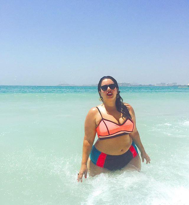 Warm water, hot sun, warm wind... feeling very at home in Dubai Calor escaldante, água morna e esse sol explosivo... Tô me sentindo muito em casa por essas bandas de Dubai{ bikini mix match from @targetstyle}  #fluvialacerda #dubai #uae #celebratemysize #trippingwithfluvs