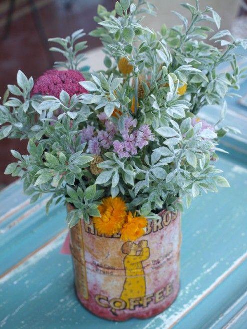 Lata antigua con flores secas y artificiales Centros de flores - flores secas
