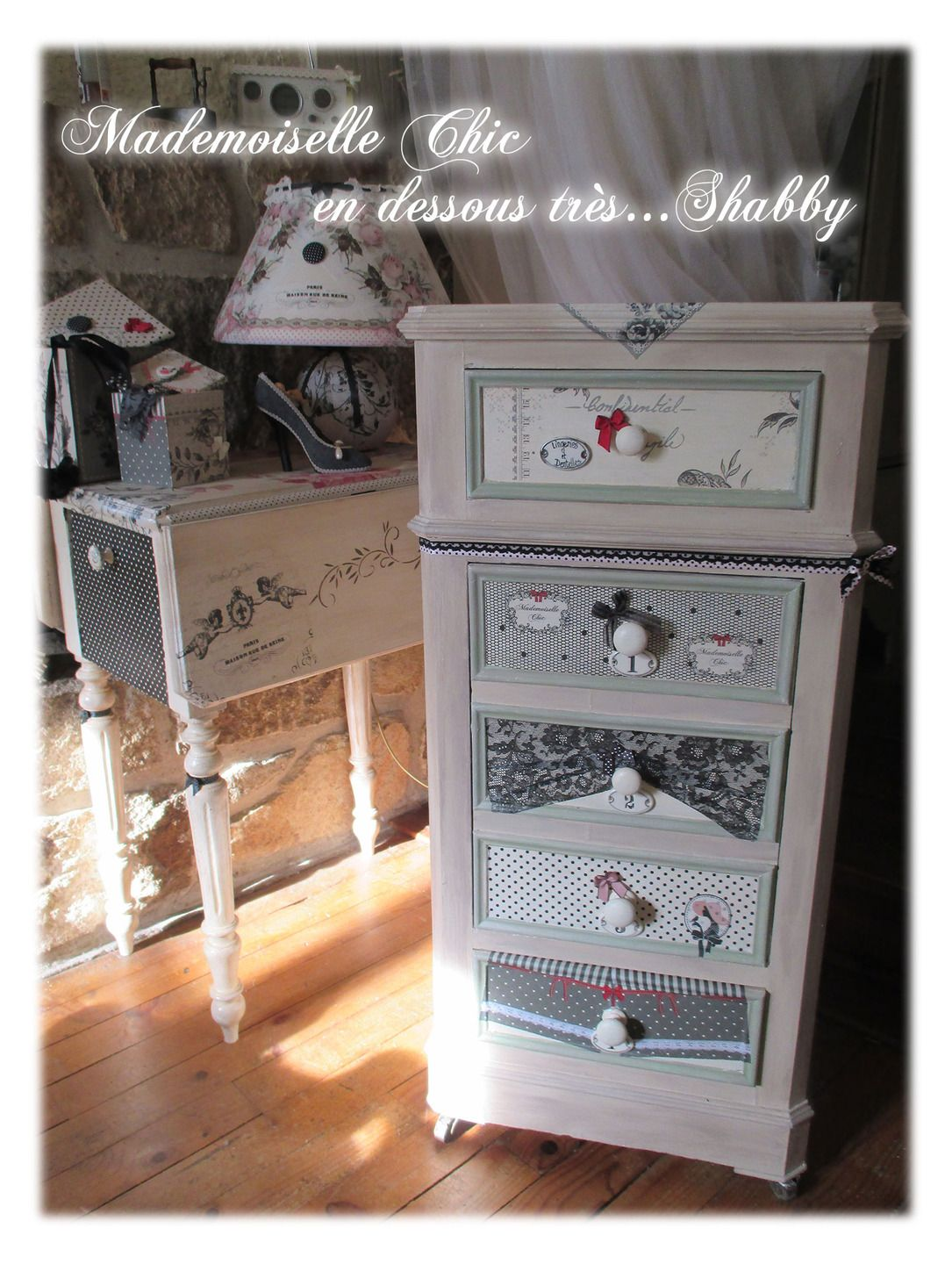 chiffonnier ancien mademoiselle chic secrets et r verie tr s shabby meubles et. Black Bedroom Furniture Sets. Home Design Ideas