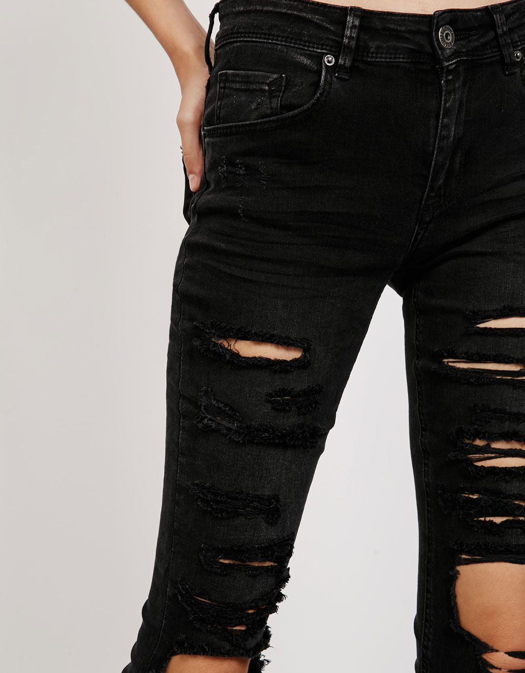 e76b657568986 Bershka France - Jean slim déchiré   Mode   Pinterest   Jeans slim ...