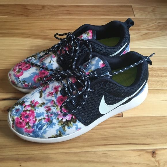 d89ea5a85955 ... closeout authentic floral nike roshe run perfect condition super cute  rare pattern. no stains 66c77