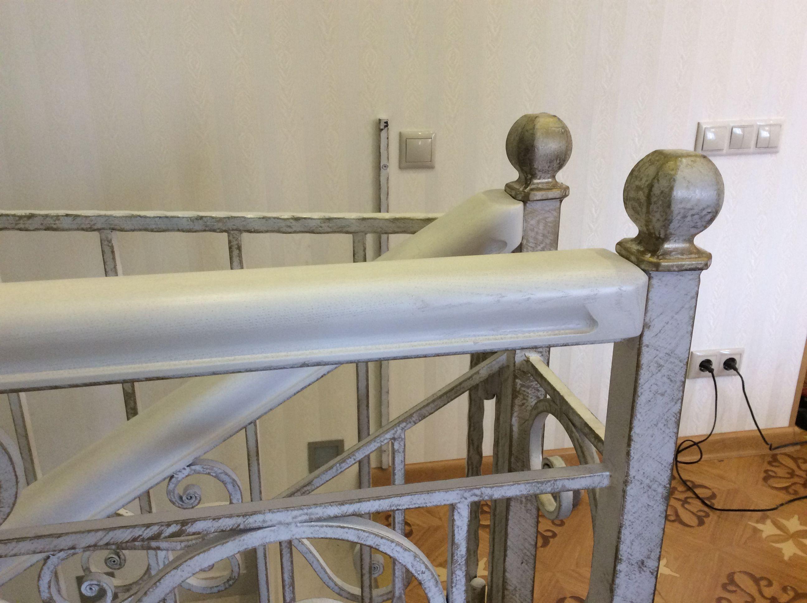 Наша мастерская специализируется на изготовлении сложных и простых перил из дерева