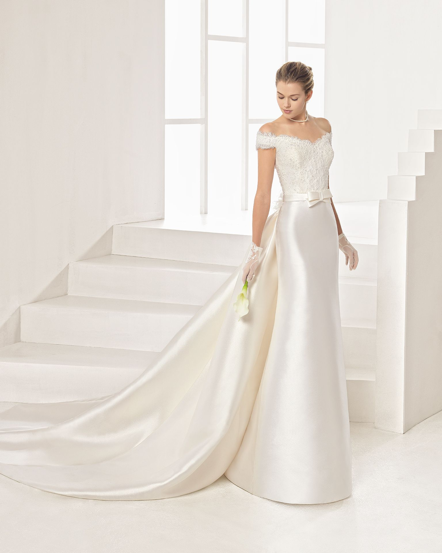 Tailored mikado wedding gown with beaded lace bodice. Rosa Clará Two 2017 Collection.