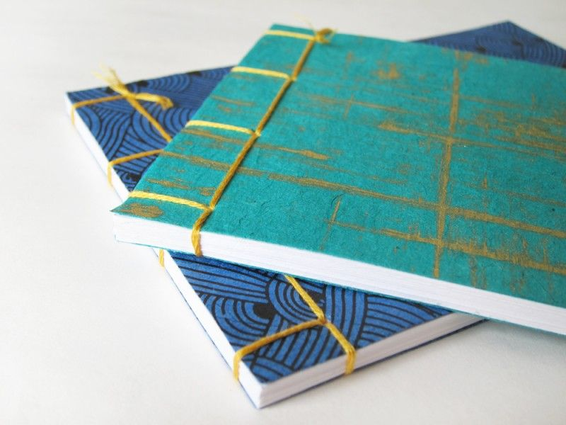 Free bookbinding tutorial for beginners. No gluing or special skills required, just a few tools and some paper. Learn the Japanese stab binding method.