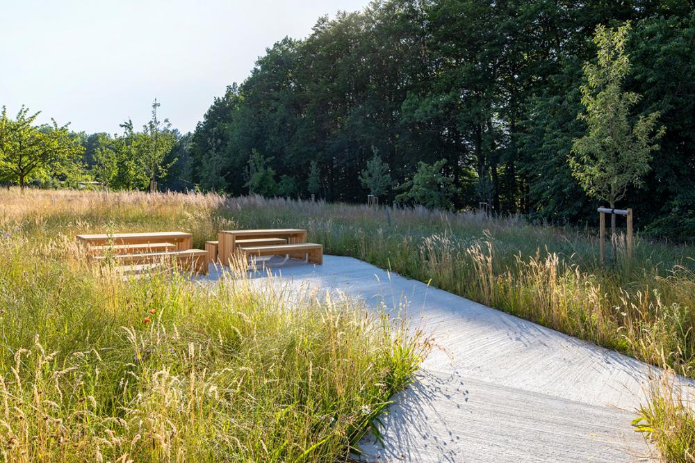Handwerkliche Flachen Uber Dem Wiesenhang C Claudia Dreysse 2019 Landschaftsdesign Landschaftsarchitektur Landschaftsplanung