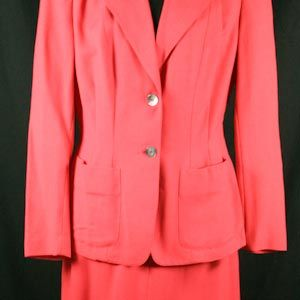 Lipstick Pink 1940s Suit in Palm Beach Linen - Size 6/7 - VintageVixen.com $165 #pinklinen #palmbeachlinen #pinksuit #late1940s #early1950s #hollywoodstyle